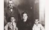 L'activista anarquista Teresa Claramunt amb la seva família - preview xarxes socials