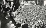 Macià proclama la República des del balcó de l'Ajuntament de Barcelona