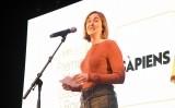 Clàudia Pujol llegeix el discurs d'agraïment pel premi Martí Gasull