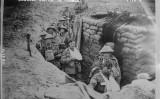 Soldat britànic ferit a una trinxera