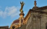 L'escultura que corona la cúpula de la Basílica de la Mercè de Barcelona