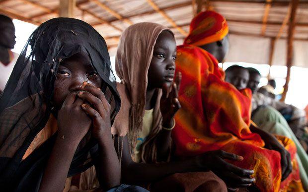 Katuma Adi , de 7 anys, a la cua per rebre tractament mèdic al camp de refugiats de Jaman, al Sudan del Sud, el 2012