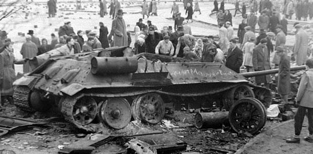 Un tanc soviètic T34-85 a Budapest, el 1956