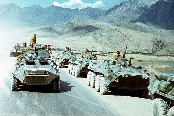 Soldats soviètics es retiren d'Afganistan (1988)