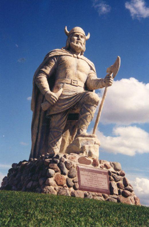 Escultura en homenatge a l'assentament víking de Gimli, vora el llac Winnipeg (Canadà) -  Magickallwiz / Wikimedia Commons