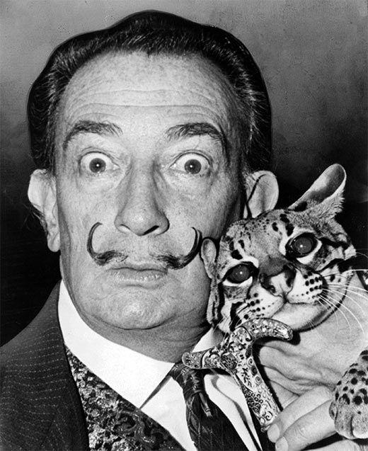 Dalí amb la seva mascota, l'ocelot Babou (1960)