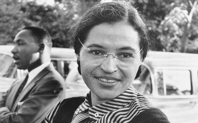 Fotografia de Rosa Parks amb Martin Luther King al fons -  Autor desconegut - Wikimedia Commons