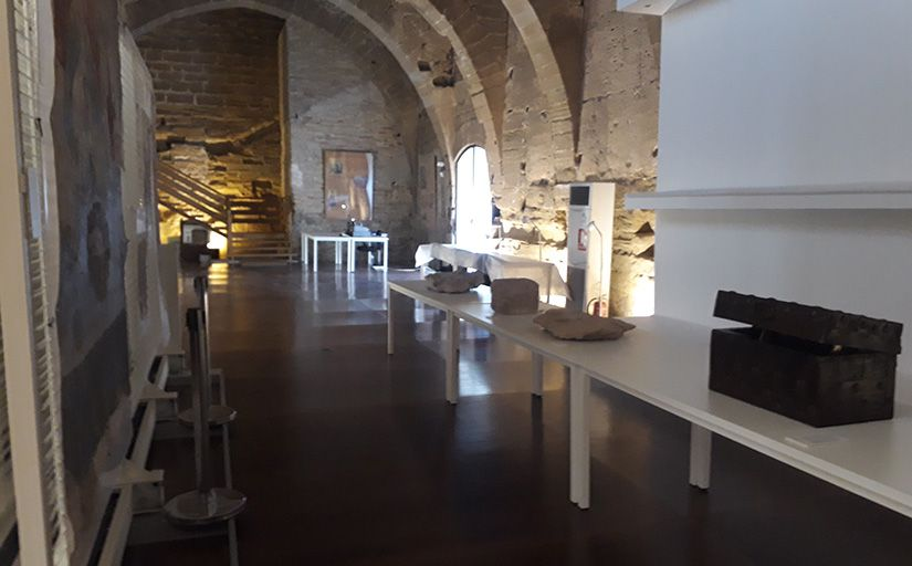 Una de les sales que es poden veure durant la visita al reial monestir de Sixena -  Sònia Casas