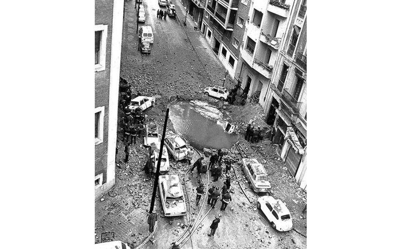 Els bombers acudeixen al lloc dels fets després de l'explosió -  Wikimedia Commons