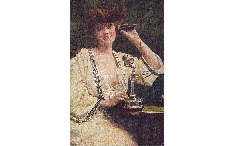 Noia amb un telèfon (1910) -  Wikimedia Commons