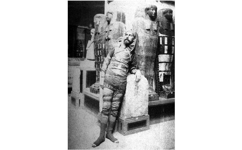 Eduard Toda disfressat de mòmia -  Wikimedia Commons