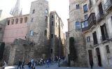 El portal del Bisbe, a Barcelona, és una de les antigues portes de la Bàrcino romana -  Wikimedia Commons