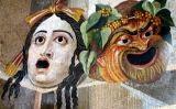 Mosaic amb màscares gregues de teatre -  Saperaud~commonswiki / Wikimedia commons