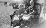 Franklin D. Roosevelt i Eleanor Roosevelt a la seva residència de Hyde Park, (16 de setembre de1927) -  FDR Presidential Library & Museum / Wikimedia Commons