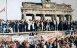 Ciutadans de Berlín sobre el mur el dia de la seva caiguda -  Magnus Manske