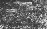 Manifestació multitudinària de la Diada de l'any 1977, que va començar al passeig de Gràcia i va acabar amb l'ofrena floral al monument de Rafael Casanova