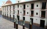 Escultures dels Borja davant de l'antiga Universitat de Gandia
