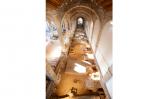 L'interior de les Drassanes Reials amb les restes al descobert