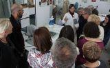La visita al centre de restauració tèxtil