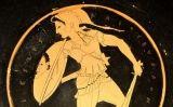 Bust d'una amazona sobre ceràmica negra
