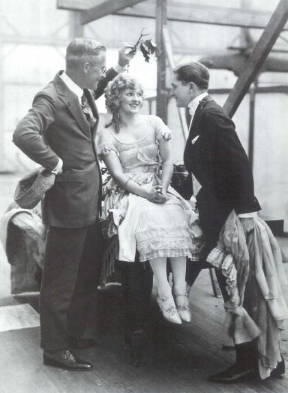 William Desmond Taylor (esquerra) amb Mary Miles Minter i Allan Forrest, l'any 1921