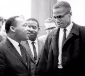 Martin Luther King i Malcolm X abans d'una conferència de premsa el 26 de març de 1964