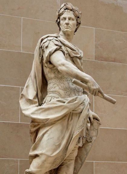Estàtua de Juli Cèsar, obra de Nicolas Coustou, que es pot veure al Louvre
