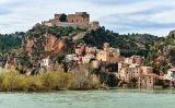 El castell de Miravet sobre les aigües de l'Ebre