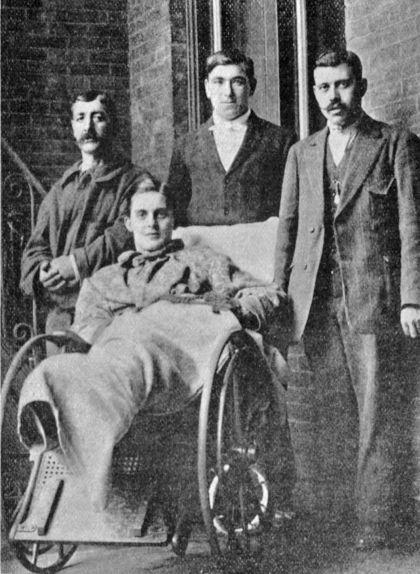 Emili Pallàs a Nova York amb tres supervivents dies després del naufragi