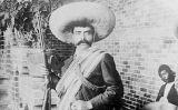El 1911, un fotògraf nordamericà va fer aquest retrat de Zapata a l'hotel Moctezuma de Cuernavaca. La instantània es va convertir en una imatge icònica del líder revolucionari