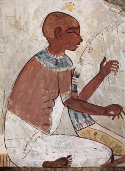 Gravat d'un arpista a la tomba de Najt amb una curiosa expressió als ulls