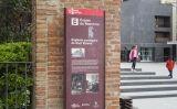 Placa del Memorial Democràtic sobre l'església de Sant Esteve de Granollers