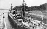 El vapor 'Ancón' el 15 d'agost del 1914, en el moment de travessar el canal de Panamà