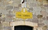"""Cartell indicador de """"Casilla de peones caminers""""  conservat a Sant Agustí del Lluçanès"""