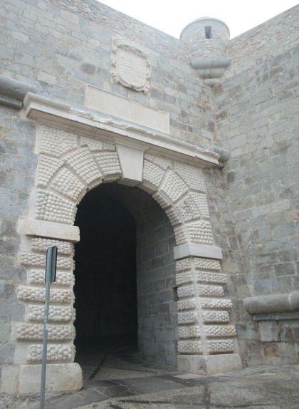 El portal Fosc, l'entrada principal a la ciutat fins al segle XVIII