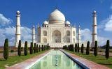El Taj Mahal, construït en honor a Ajurmand Banu Begum, dona del líder mogol Sha Jahan, a la ciutat d'Agra, a l'Índia