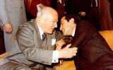 Salutació entre Adolfo Suárez i Josep Tarradellas el 1980