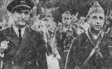 El capità Alberto Bayo (a l'esquerra)