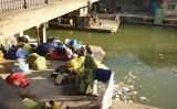 Refugiats afganesos dormint sota un pont a França