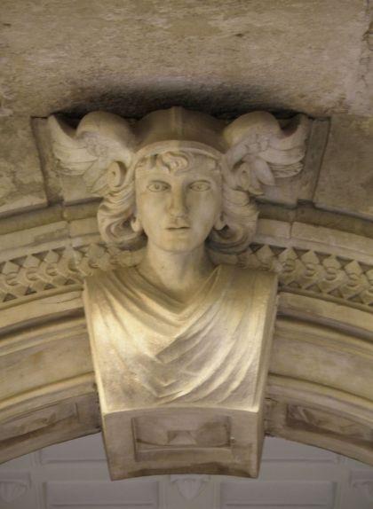 Detall sobre la porta principal del Museu d'Arqueologia de Reus