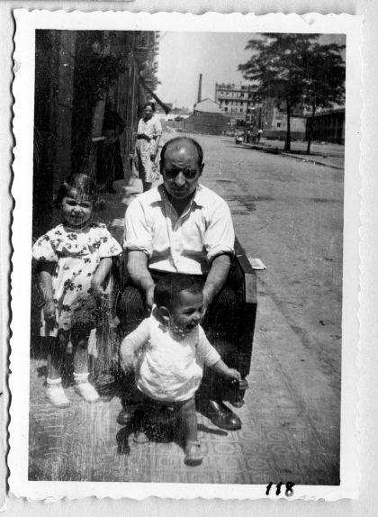 Joan Adserias amb els seus dos fills, Maria i Esteve, entre el 1934 i el 1936