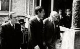 Adolfo Suárez i Josep Tarradellas en arribar al Palau de la Generalitat, el 21 d'octubre de 1977