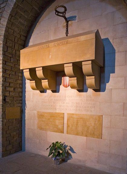 Tomba de Guifré el Pilós al monestir de Ripoll