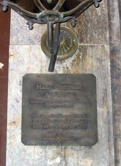 Placa commemorativa de l'estada de Hans Christian Andersen a l'Hotel Oriente de Barcelona durant la inundació de la Rambla el 1862