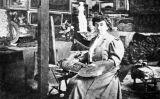 Emília Coranty al seu taller. Fotografia publicada a 'Feminal'- suplement de la revista 'La Il·lustració Catalana'- el 26 de juliol de 1908