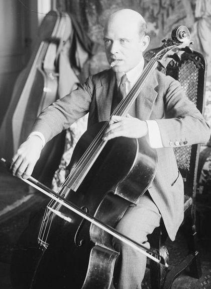 Casals va estudiar violoncel a l'Escola Municipal de Música de Barcelona