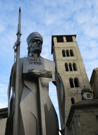 Homenatge a la pau i treva, davant del campanar de la catedral de Vic