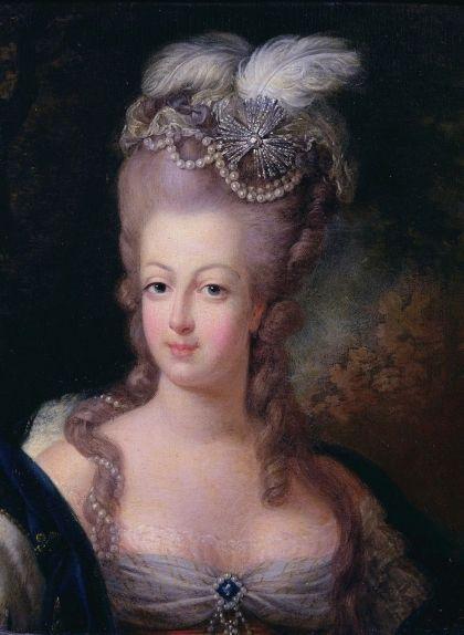 Maria Antonieta va posar de moda les perruques recarregades amb excessos decoratius