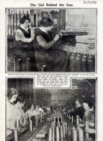 Dues imatges de dones treballant a fàbriques de munició angleses publicades el 1915 a la revista 'The War Budget'