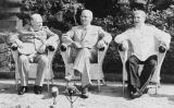 Winston Churchill, Harry S. Truman i Josif Stalin al Palau Cecilienhof abans de la conferència de Potsdam, a Alemanya
